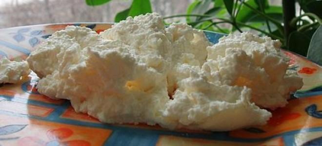 Творог из кефира в морозилке