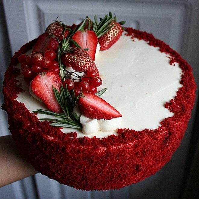 Украшение торта «Красный бархат» с бисквитом