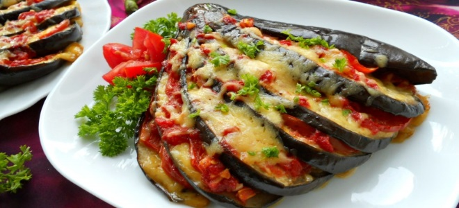 веер из баклажан с помидорами и сыром