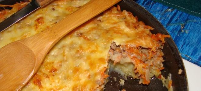 Запеканка из тертого картофеля с фаршем