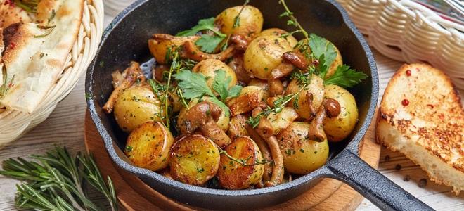 Жареная картошка с маринованными опятами
