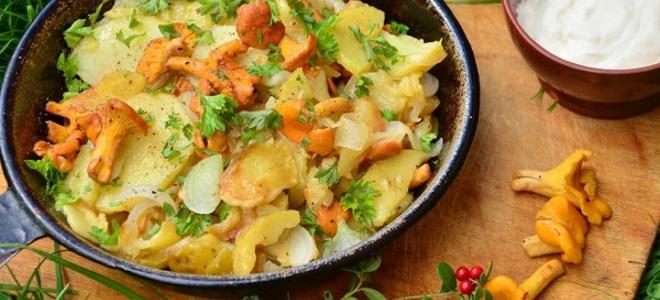 Жаркое из лисичек с картошкой в духовке