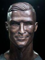 Попытка №2: автор мемного бюста Криштиану Роналду создал новую скульптуру футболиста
