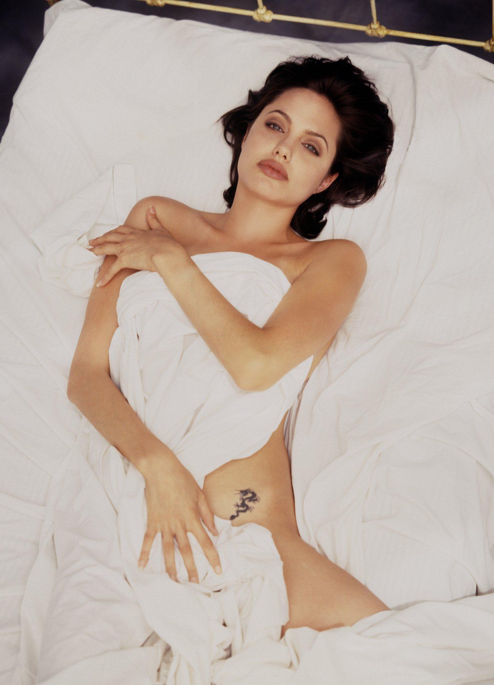 Фото взрослая женщина в постели 26 фотография