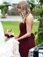 Первый выход за полгода: Тейлор Свифт выдала замуж подругу детства