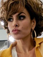 Ева Мендес сразила наповал поклонников изменениями во внешности