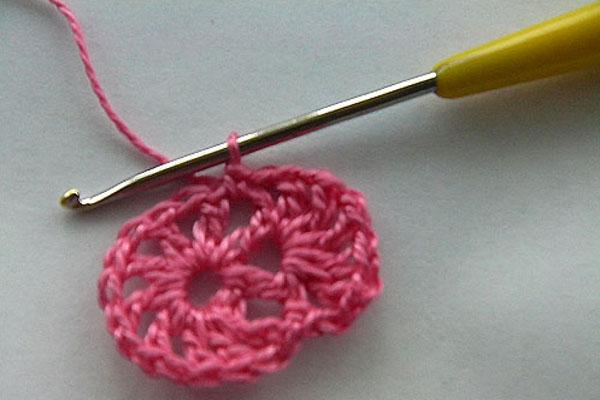 вязание цветка крючком для начинающих 4