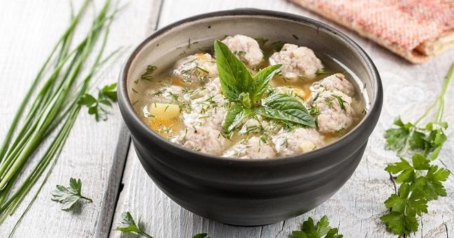 Суп с куриными фрикадельками - сытное, легкое и очень аппетитное блюдо