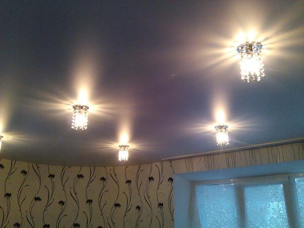 7. Установка и монтаж светильников в натяжной потолок