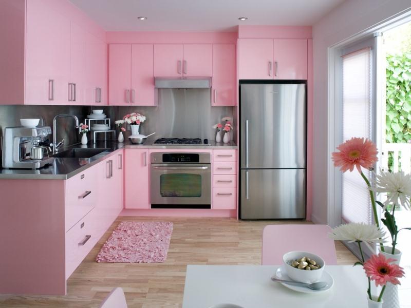 Интерьеры розовых кухонь
