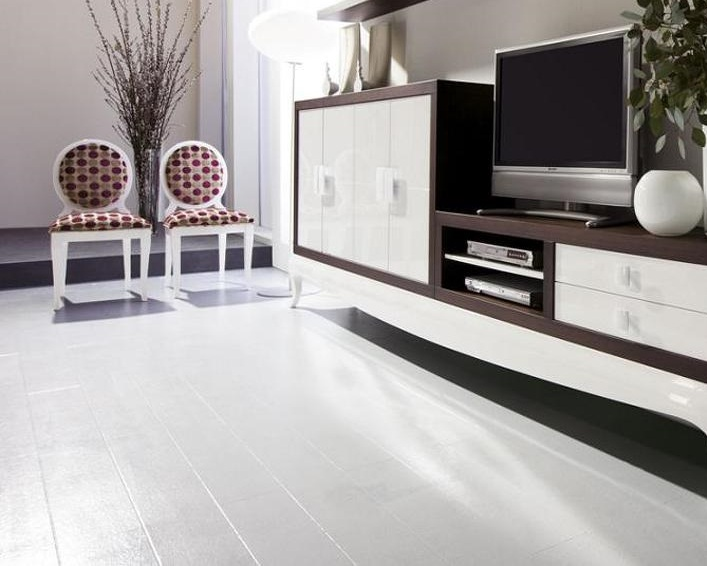 белый ламинат в интерьере квартиры фото
