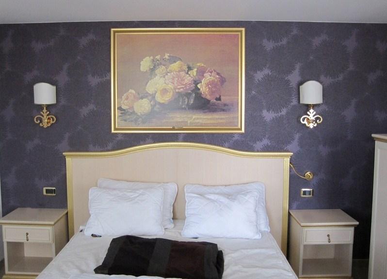 Розетки в спальне фото
