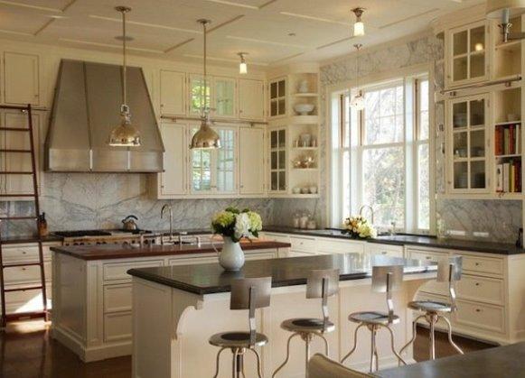 интерьер кухни фото с окном посередине