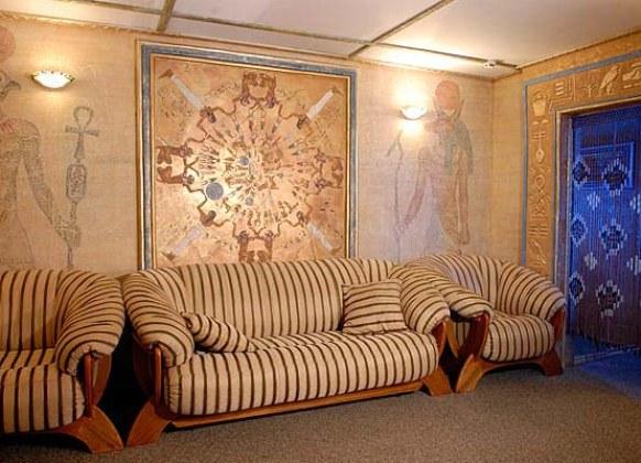 Рисунок лотоса на стене