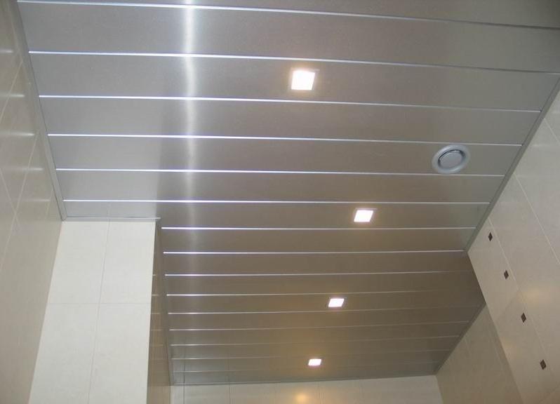 Как сделать реечный алюминиевый потолок в ванной