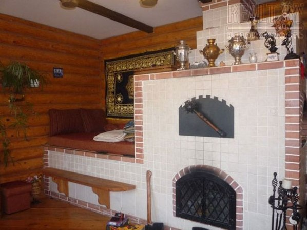 Интерьер деревенского дома с печкой фото