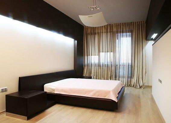 Натяжные потолки для зала в дизайне 64