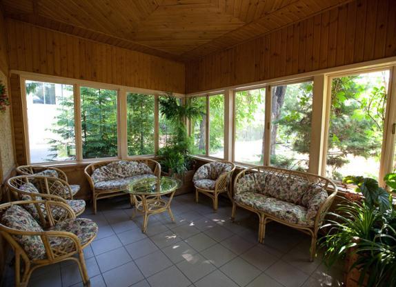 Интерьер веранды в загородном доме фото