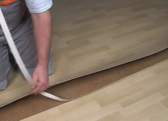 Как стыковать линолеум своими руками