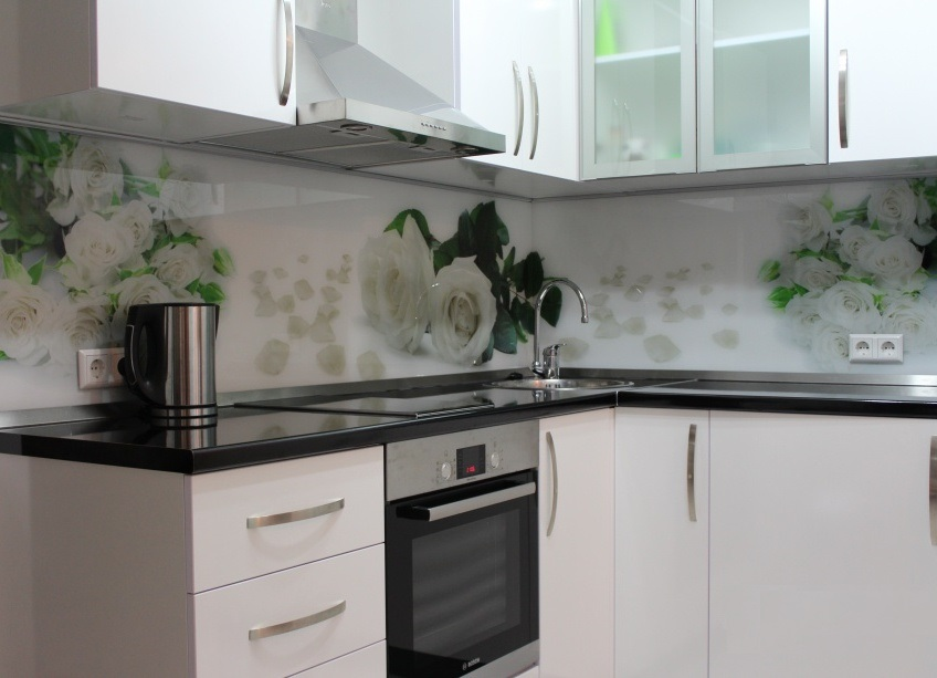 Фартук для кухни из стекла розы