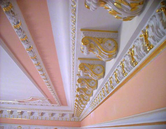 Пенопластовые декоры на потолке