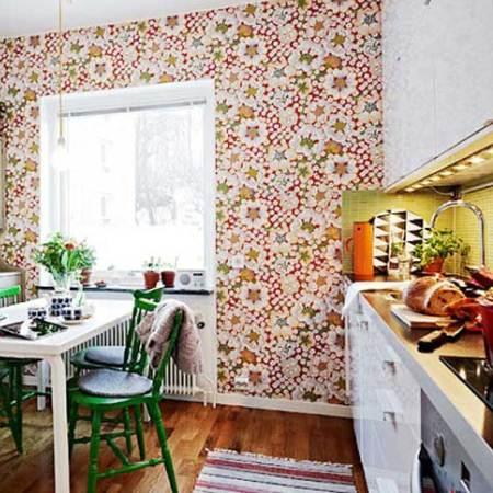 обои в цветочек в кухне фото