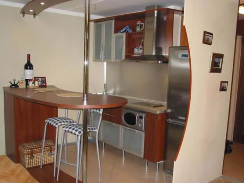 Дизайн проходной маленькой кухни в частном доме