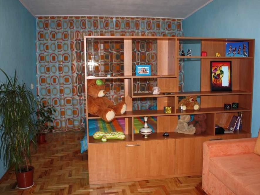 Шкаф перегородка в комнате фото