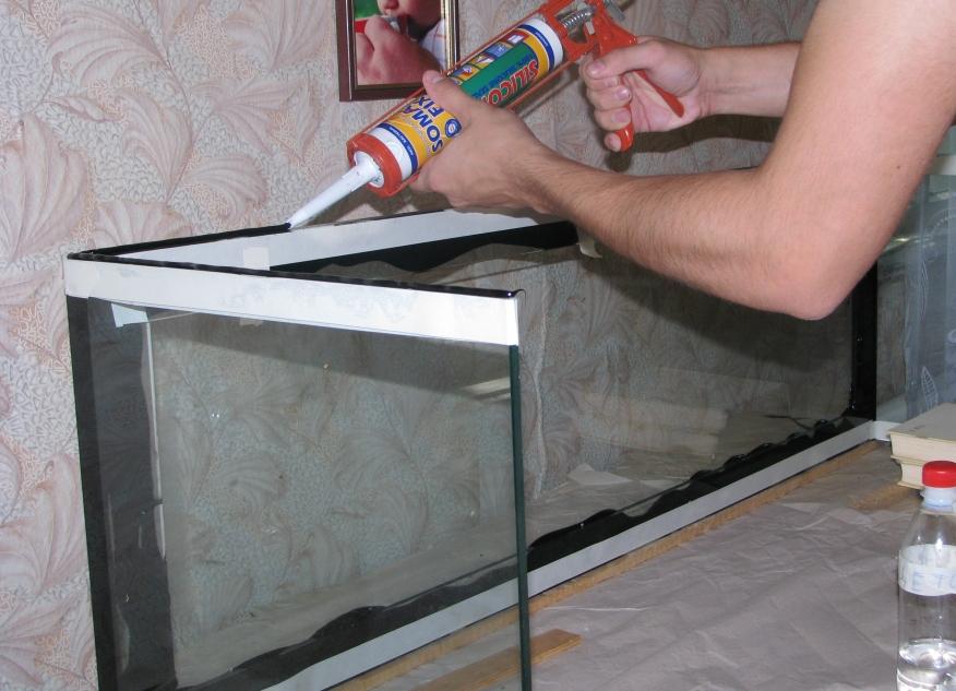 Как заклеить аквариум в домашних условиях видео