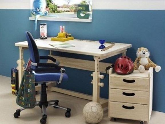 Школьный стол для первоклассника своими руками