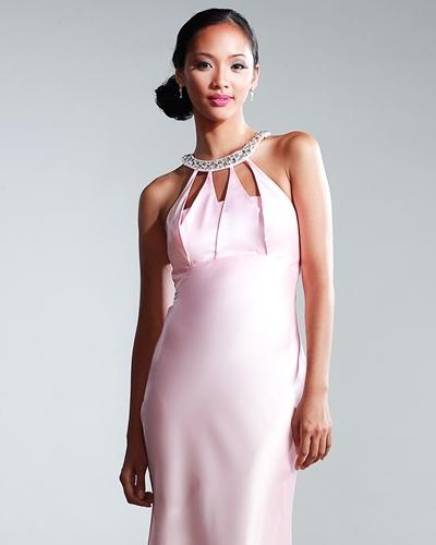 Атласное платье по колено