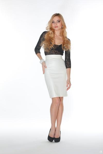 как украсить белую юбку: