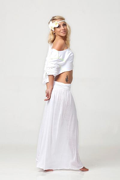 С чем носить длинную белую юбку в пол