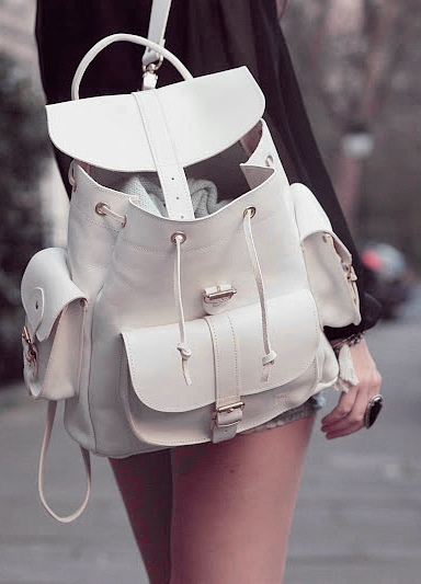 Модные белые рюкзаки
