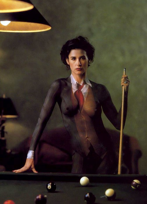 Нарисованный костюм на голое тело фото 66-257