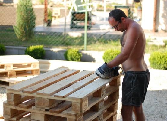 Как построить из поддонов своими руками
