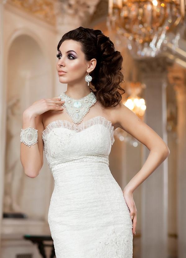 свадебные прически к платьям бежевым