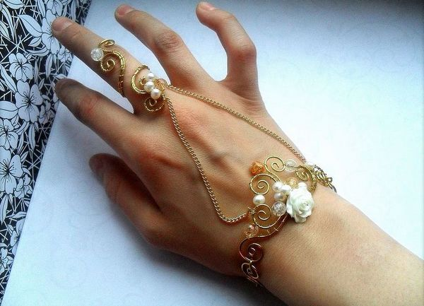Украшение браслет соединенный с кольцом