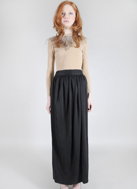 Длинная широкая черная юбка