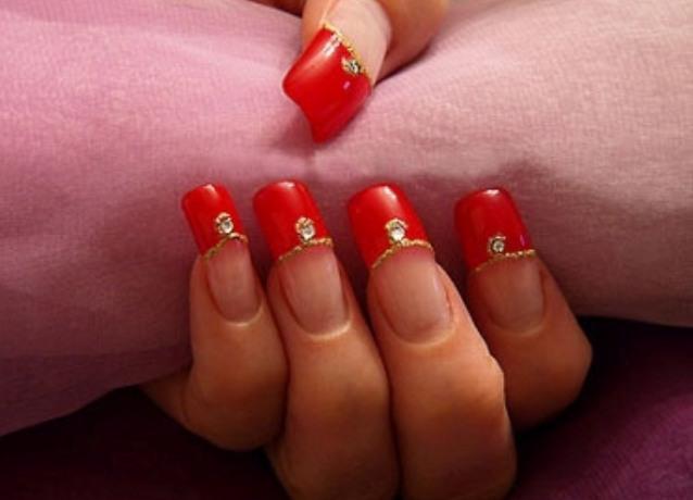 Фото ногти красный с золотом френч