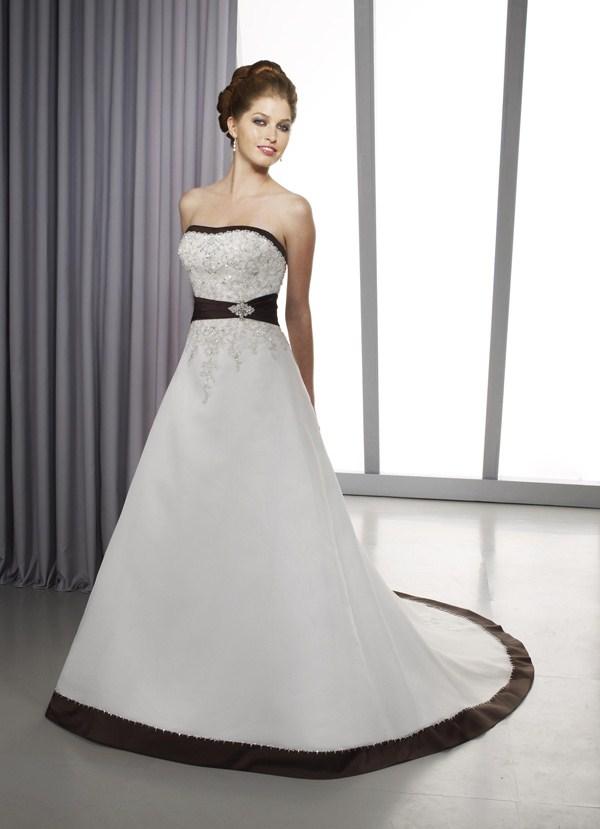 Белое свадебное платье с черной вышивкой 83