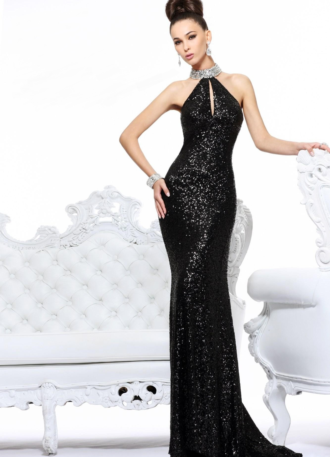 Чёрное длинное платье с корсетом