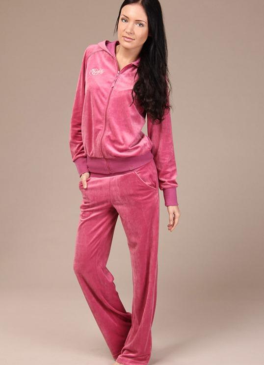 Продажа женских спортивных костюмов модных брендов через интернет-магазин Madina.ru с бесплатной доставкой по России