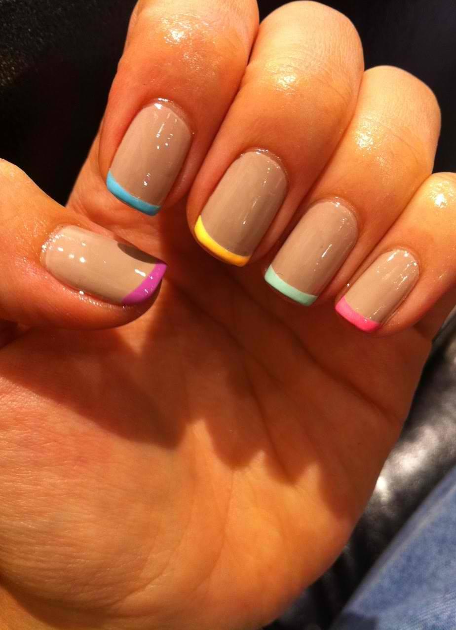 Фото шеллака на ногтях на лето