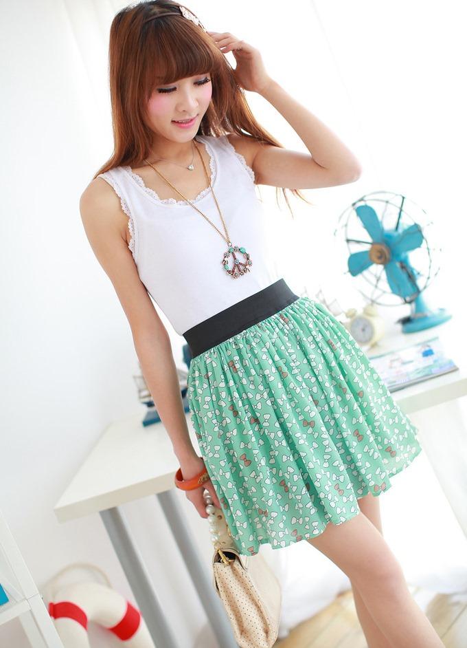 Короткая цветная юбка с чем