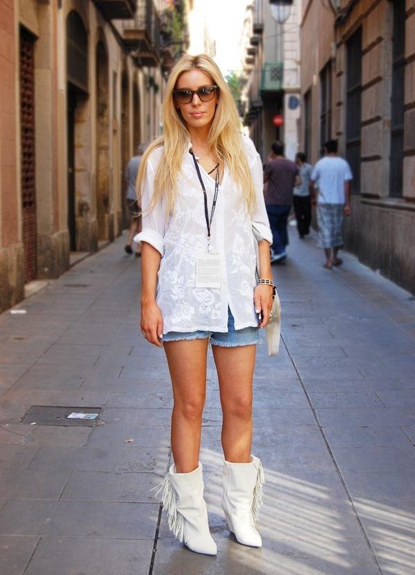 С чем носить белые зимние сапоги фото