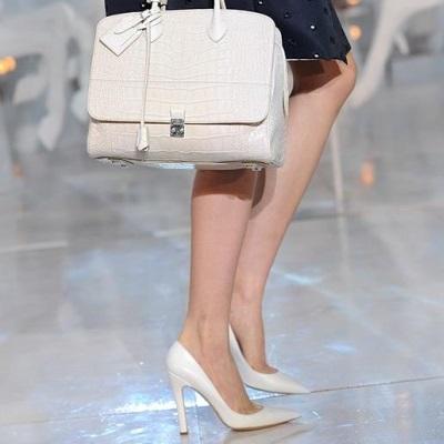 Девушки в белых туфлях фото 80-414