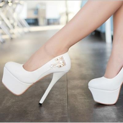 Девушки в белых туфлях фото 21-264