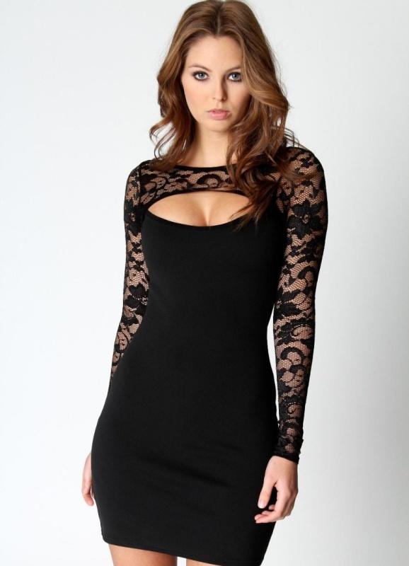 Черное платье с кружевами и рукавами