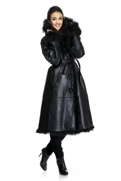 Так что смело носите ее одеждой в любом стиле. . Короткая черная дубленка хорошо будет смотреться с